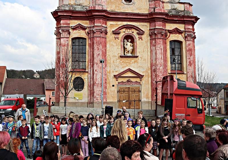 Loňské velikonoční trhy na náměstí Kašpara Šternberka v Radnicích.