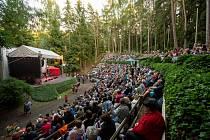 Muzika v Hrádku oslovila sedm kapel, fanoušci zaplnili areál přírodního kina