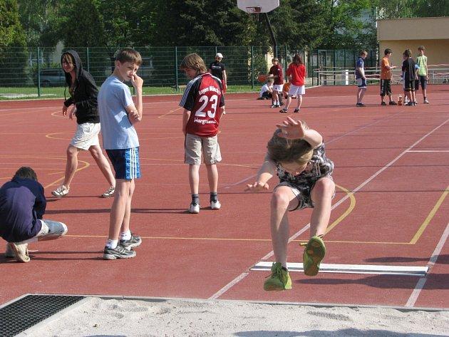 V Rokycanech na Jižním předměstí se uskutečnilo okresní finále Poháru rozhlasu v lehké atletice.