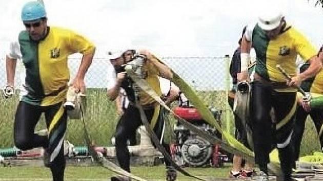 NĚMČOVIČTÍ HASIČI se zhostili dokonale organizátorské role při okresním finále soutěže v požárním sportu. Na dráze už to tak slavné nebylo.