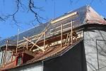 Kostel v Halži dostává novou střechu.