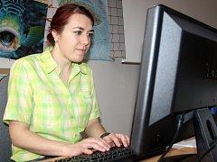 Michaela Soukupová má od zítřka na starosti on-line poradnu, kterou začnou provozovat v ZŠ ulice Míru.