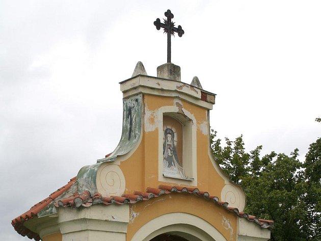 Kaplička u řeky v Rokycanech.