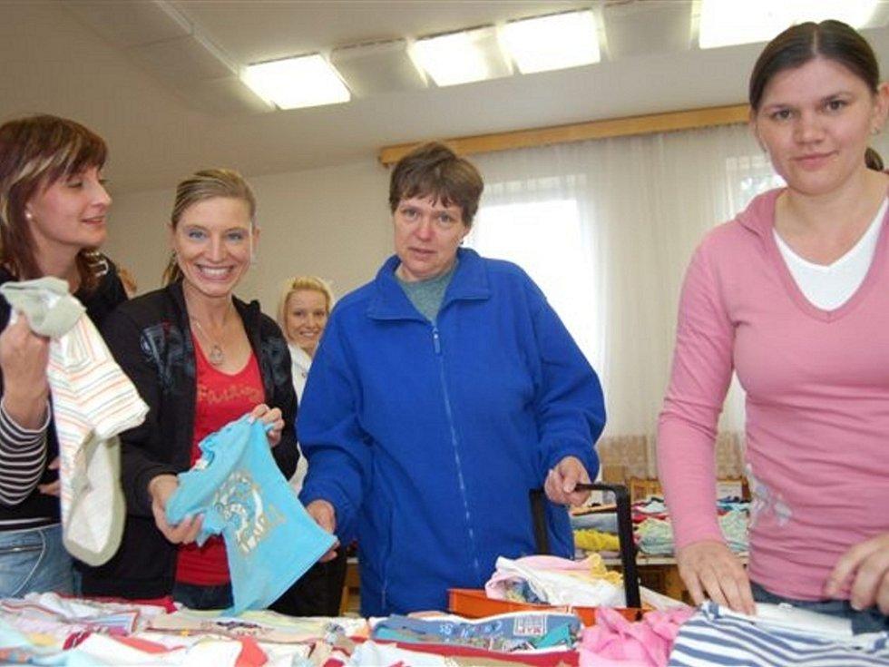Bazárek mateřského centra Děti se setkal s obrovským zájmem.