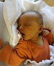 VERONIKA CHAROUZOVÁ se narodila 29. listopadu v 10:10 mamince Kateřině a tatínkovi Michalovi z Bušovic. Po příchodu na svět v plzeňské FN vážila sestřička tříletého Kryštofa 2840 gramů a měřila 49 centimetrů.