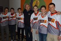 V závěru března navštívil strašickou devítiletku ředitel projektu Street Hockey Cup Josef Kadaně z Plzně.