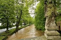 Dobřív - Švédský most při stoupající hladině potoka.