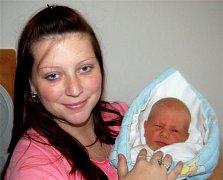 David ŠEPLAVÝ z Mýta si pro svůj příchod na svět vybral datum 28. listopadu. Narodil se v 15 hodin a 53 minut. Maminka Monika věděla dopředu, že její první dítě bude chlapeček. Davídek vážil při narození 3490 gramů, měřil 52 centimetrů.