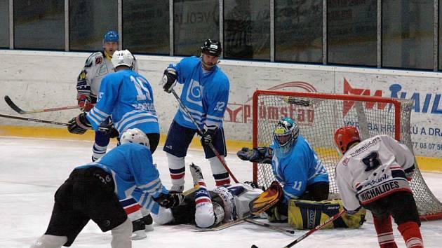 Sobotní derby přeboru Plzeňského kraje svedlo proti sobě na rokycanském ledě hokejisty SKP Rokycany a HC Borgers Břasy.