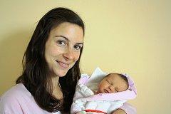 ANITA ČECHVALOVÁ z Prahy se na sále rokycanské porodnice narodila 15. listopadu v pravé poledne. Rodiče se nechali pohlavím miminka překvapit až na porodní sál. Tatínek byl na sále pomáhat, a tak si míry 3160 gramů a 47 cm ověřil na vlastní oči.