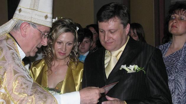 Za svůj svatební den si Vladislav a Blanka Vilímcovi vybrali sobotu dvanáctého července. Ano ři řekli v kapli zbirožského zámku. Oddával je arcibiskup Radkovský.