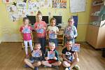 Předávání knížek pro prvňáčka v Městské knihovně Rokycany se postupně týkalo všech prvních tříd okresu.