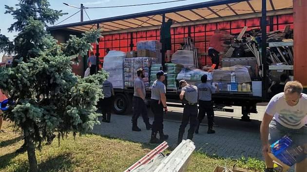 Materiální pomoc postižené Moravě
