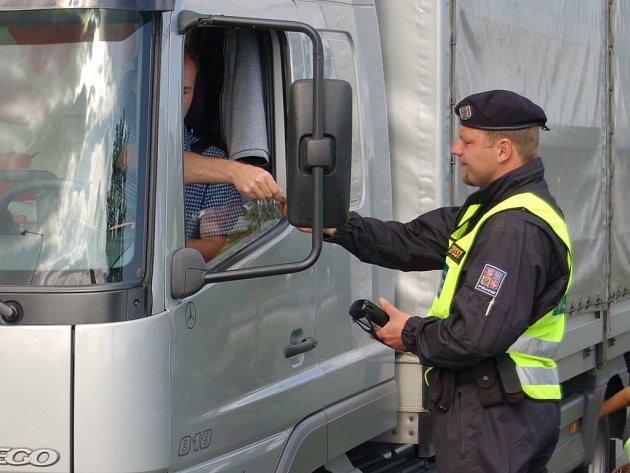 Policisté na dálnici