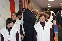 Zvíkovecké Kytičky zářily při pátečním kuželkářském turnaji sociálních zařízení v Rokycanech. Poslaly do bojů dvě družstva a obě skončila v týmové soutěži nejvýše.