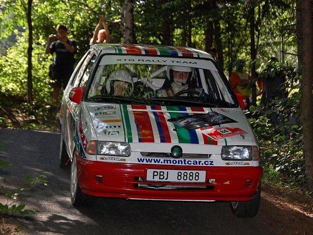 V kategorii A5 dojel rokycanský závodník rallye Jiří Sutr s navigátorkou Petrou Veselou v Rallye Kopná na šestém místě.