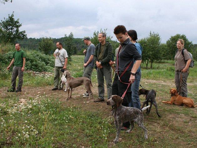 Na Kobylce u Liblína trénovali ohaři. Uskutečnil se tam tradiční výcvikový den.