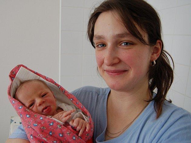 Eliška Folbrová z Hrádku se narodila 19. února v 01.28 hodin. Manželé Zuzana a Miroslav věděli, že třetím potomkem bude holčička. Doma už mají Mirka (2,5) a Pavla (1,5 roku). Sestřička měřila 47 cm a vážila 2380 gramů.