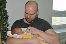 Matyáš JEDLIČKA z Rokycan se narodil 2. května v 6 hodin a 44 minut. Manželé Veronika a Michal věděli dopředu, že jejich první dítě bude chlapeček. Malý Matyáš vážil při narození 2950 gramů, měřil rovných 50 cm.