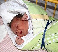 Pavel ŠÁNA ze Strašic bude mít ve svém rodném listu datum narození 29. prosince. Přišel na svět v 16 hodin a 34 minut. Pavlík se narodil s mírami 3720 gramů a 49 cm.