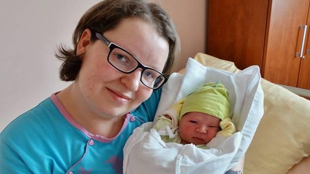 Lukáš Chlopčík se narodil 2. dubna v 6:18 mamince Tereze a tatínkovi Jiřímu z Rokycan. Po příchodu na svět v plzeňské FN vážil bráška čtyřleté Elenky a dvouletého Daniela 3810 gramů a měřil 53 centimetrů.