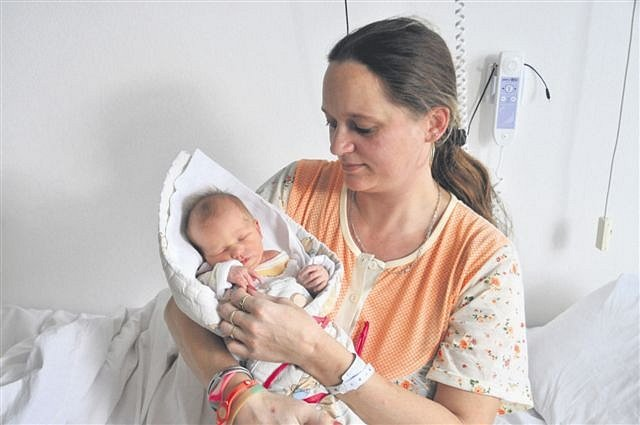 Sindy Vanesa TOMÁNKOVÁ z Bušovic si pro svůj příchod na svět vybrala datum 10. února. Narodila se ráno, v 6 hodin a 12 minut. Manželé Jaroslava a Jaroslav se na svoji vysněnou holčičku moc těšili. Vanesa vážila při narození 3650 gramů, měřila 48 cm.