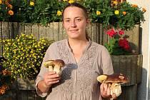 Eva Kalčíková ze Lhůty najde houby vždycky. A když je Na Rokycansku a Staroplzenecku moc sucho, klidně si zajede třeba na Šumavu. Houbaření je zkrátka její vášní.