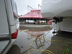Cirkus v Rokycanech se ocitl pod vodou
