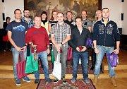Ocenění bezplatných dárců krve, kteří mají trvalé bydliště v Rokycanech, se konalo minulý týden v obřadní síni rokycanské radnice.