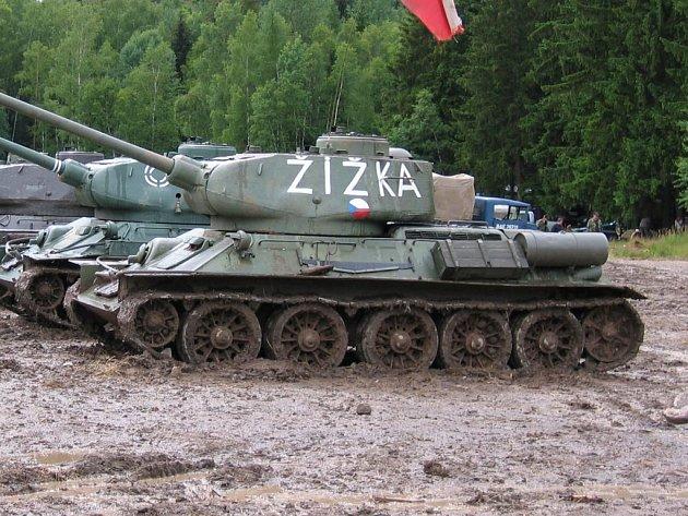 """Tank T-34 přezdívaný """"Žižka""""."""