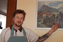 Obrazy obyvatel Újezdu u Svatého Kříže zkrášlily místní restauraci. Jiří Hájek junior nám ukázal dílo Václava Krhounka.