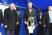 Prezident navštívil ve středu Vesnici roku Plzeňského kraje – Břasy. Nejprve diskutoval se zastupiteli obce a poté hovořil u hasičské zbrojnice  s občany. Z rukou starosty obce Miroslava Kroce poté obdržel dárek v podobě regionálních potravin a výrobků.