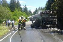 Autobus u Borovna kompletně shořel.
