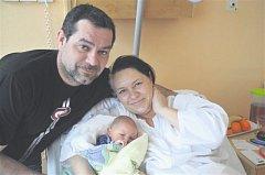 Adam HOLZMAN z Bučku u Kralovic se narodil 17. března v 8 hodin a 43 minut. Manželé Vendula a Marek věděli dopředu, že jejich první dítě bude chlapeček. Tatínek to k porodu nestihl. Malý Adámek vážil při narozený 3 700 gramů.
