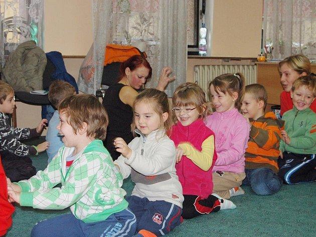 Pedagogicko-psychologická poradna Plzeň připravila pro děti nevšední projekt. Formou hry se jim snaží zprostředkovat nástrahy sexuálního obtěžování a týrání. Zúčastnili se ho také předškoláci z mateřinky Pohádka (na snímku).
