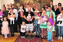 Společná fotografie vítaných dětí.