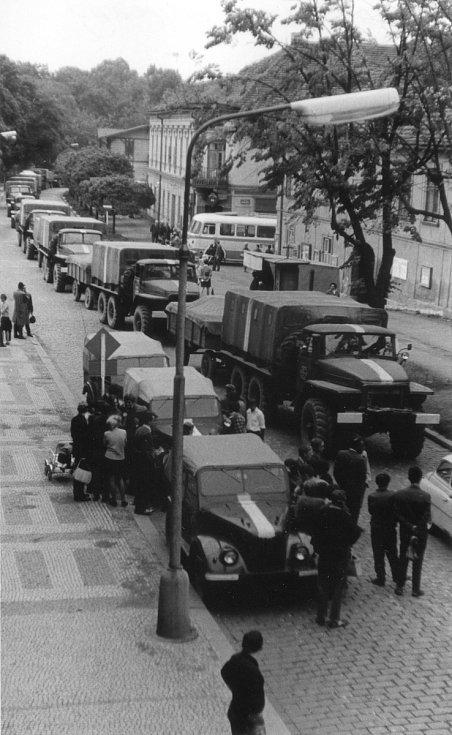 Jiráskova ulice fotografovaná z evangelické fary.