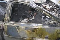 V Přemyslově ulici v Rokycanech hořel v neděli ráno automobil.