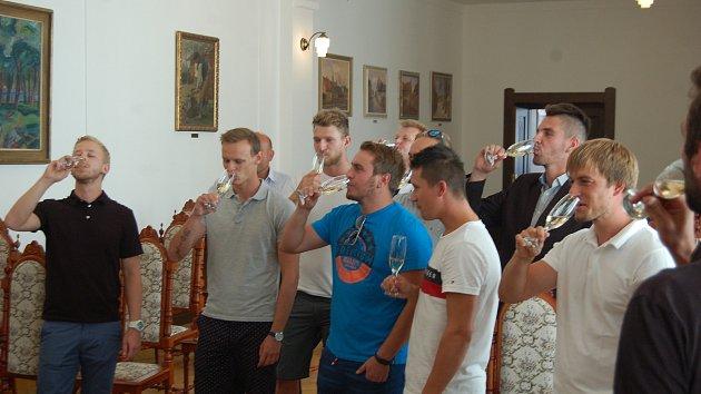 Setkání hráčů FC Rokycany se starostou Václavem Kočím