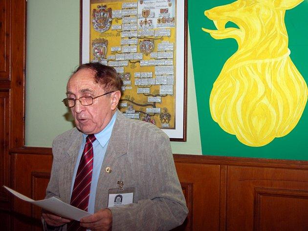 FRANTIŠEK BLAŽEK zmapoval při XI. srazu pohraničníků činnost okresního sdružení za třináct let existence.