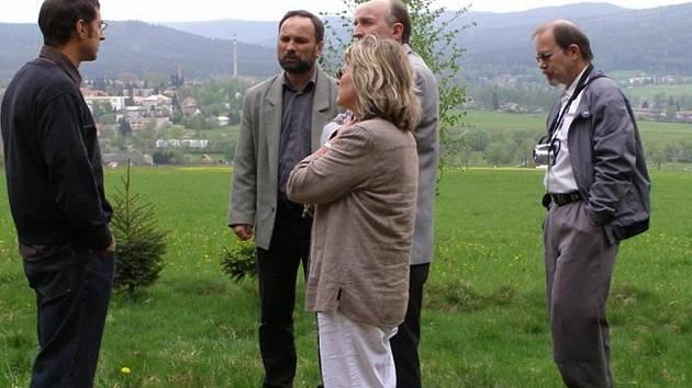 Strašický starosta Jiří Hahner pozval do své obce kolegu Bernharda Grafa z německého Markt Hohenfelsu, který leží také na hranici vojenského újezdu. Zítra přijedou noví partneři na Bahna 2009.