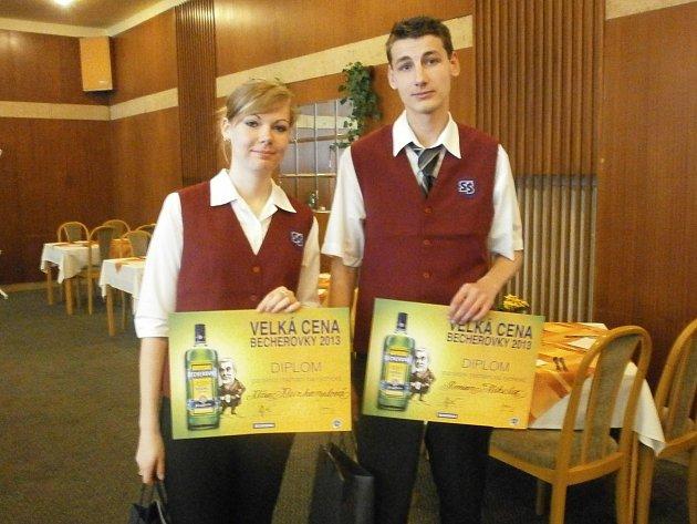 Roman Mikula a Klára Kleinhamplová zamířili do mariánského hotelu Polonia. Zúčastnili se zde prvního ročníku soutěže v míchání nápojů na rychlost.