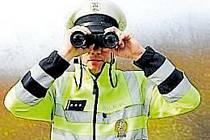 Maketa policisty měřila přes dva metry.