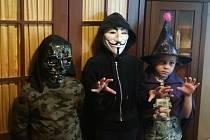 Předčasný Halloween ve škole v Kařezu.