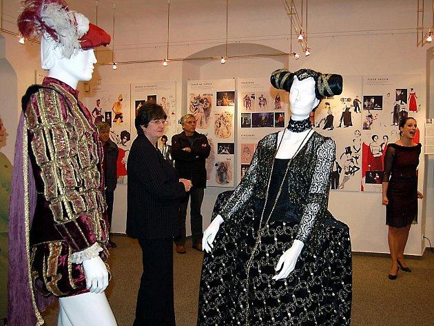 Divadelní róby zaplnily rokycanské muzeum.