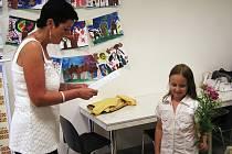 V Mirošově předaly paní učitelky vysvědčení dětem už včera.