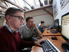 Studenti Česko-anglického gymnázia si vytvořili aplikace do mobilů