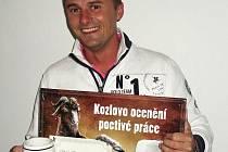 Martin Šimánek, který obkládá koupelny a bytová jádra, vyhrál pivo na rok zdarma. O vítězi rozhodli svými hlasy naši čtenáři.