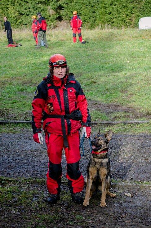 Jitka Tomanová se kynologii věnuje více než 15 let. Členka Jihočeského záchranné brigády kynologů a týmu USAR je nyní nasazena na Moravě.