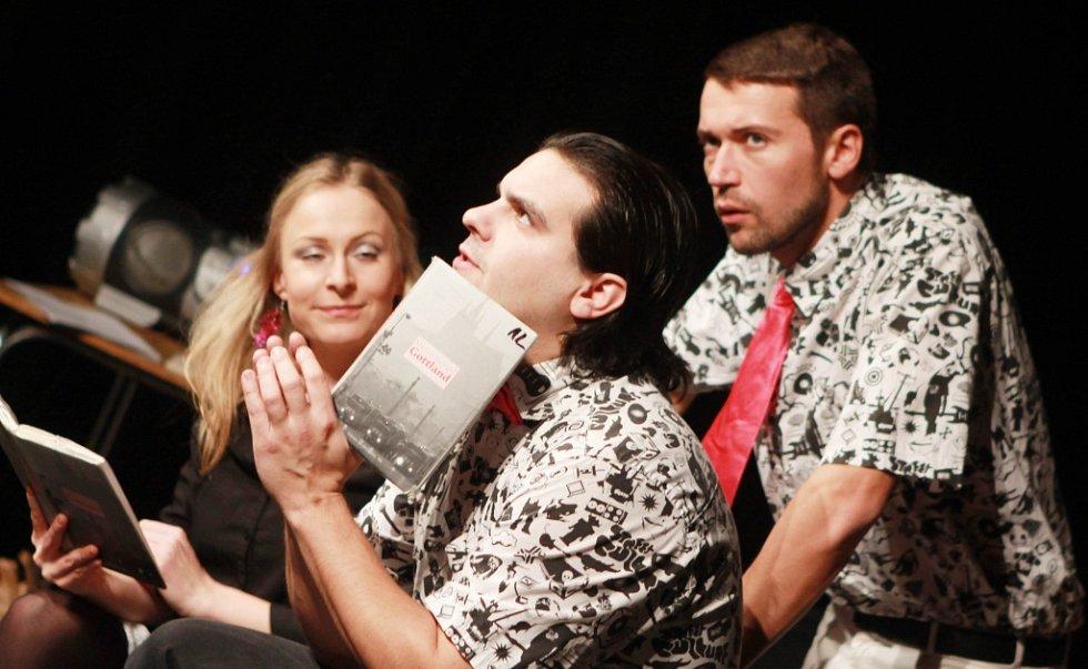 Projekt scénického čtení Listování oslavil 30. listopadu v Českých Budějovicích deset let. Na snímku zleva Lenka Janíková, Alan Novotný a Lukáš Hejlík.